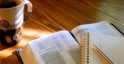 Desde el estudio del pastor